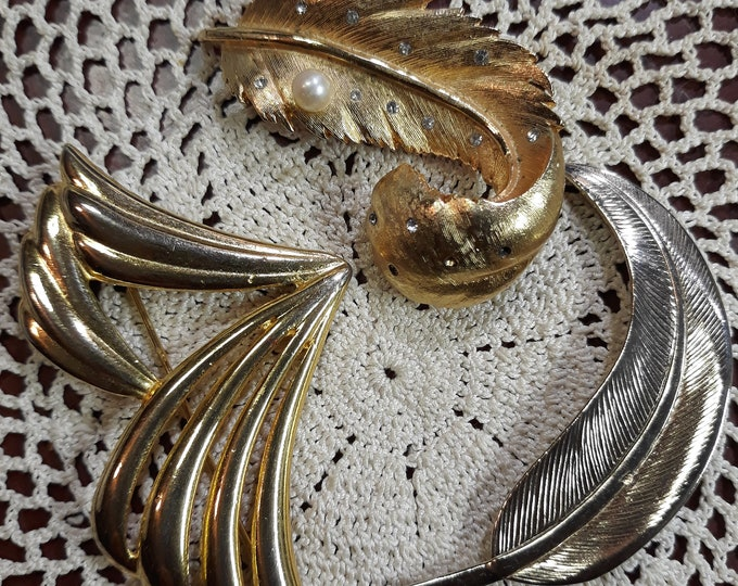 Jewelry for crafts, Brooch, 3 Vintage brooches, repurposed jewelry