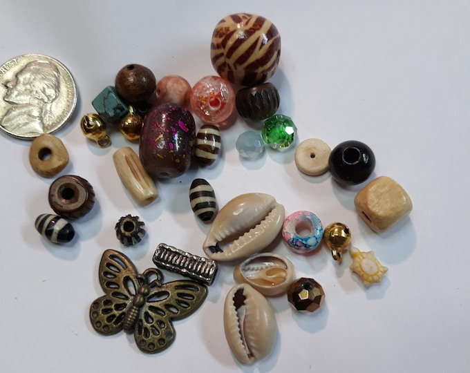 Vintage shell and bead mix, junk jewelry, Vintage jewelry lot, jewelry pieces, repurposed jewelry, salvaged jewelry