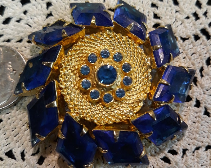 Stunning vintage Sapphire colored brooch, Rhinestone craft jewelry, Adornments, Brooches for picture frame art, Embellishments