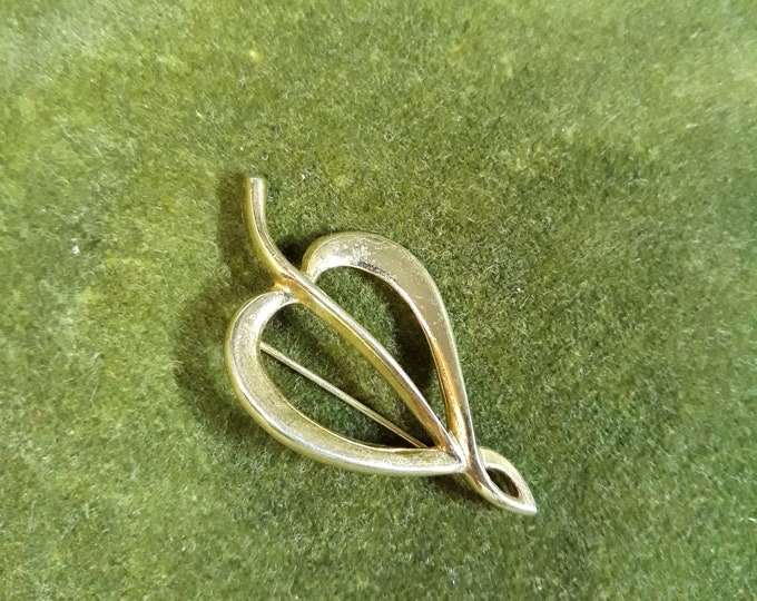 Vintage gold tone leaf brooch,  brooch, Repurpose jewelry, Adornments, Brooches for picture frame art, Embellishments, Pins,