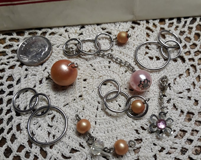 Lot of vintage dangles colored pearls plus
