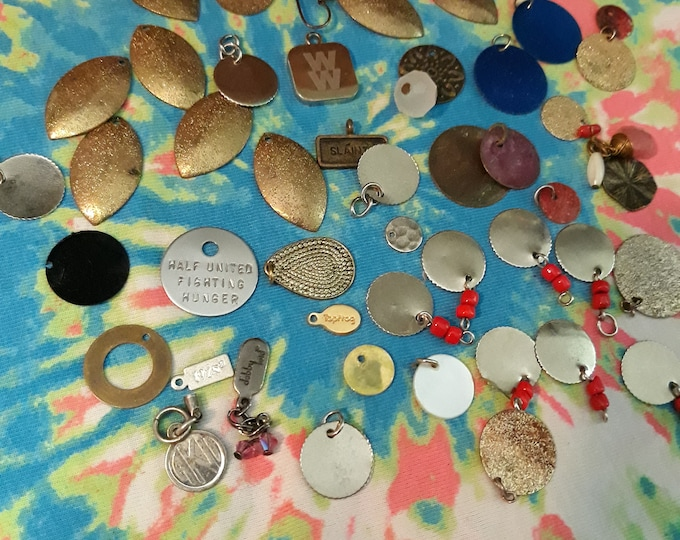 Adornments, charms, tags, dangles-jewelry pieces lot