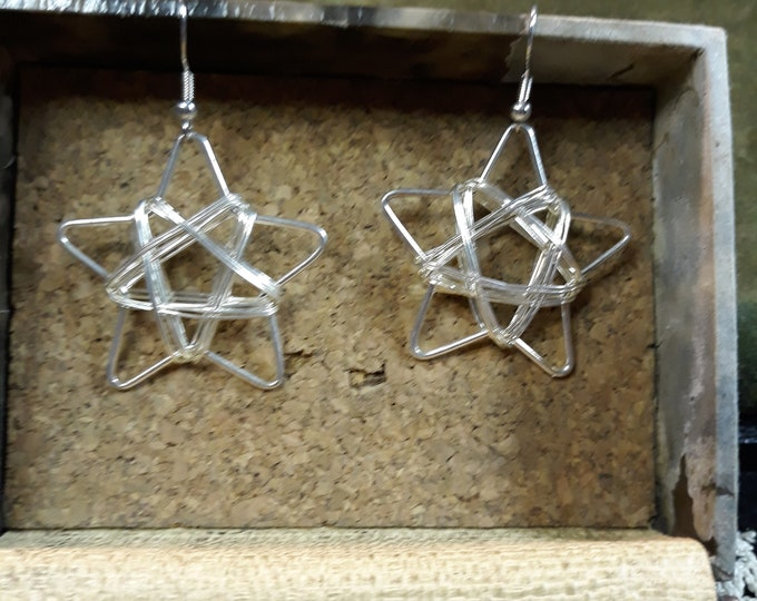 Retro wire wrapped star dangle pierced earrings, 4th of July jewelry, star jewelry, celestial