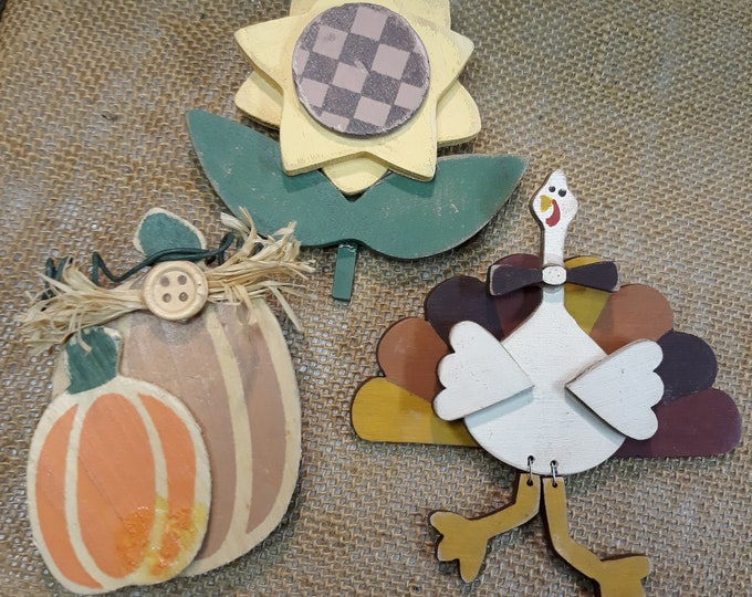 VINTAGE Thanksgiving brooch jewelry crafting supply lot, Festive fall brooch jewelry, jewelry art supply, Thanksgiving themed jewelry
