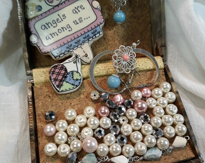 Vintage beads, brooch and assorted junk jewelry, Vintage jewelry lot, jewelry pieces, repurposed jewelry, salvaged jewelry