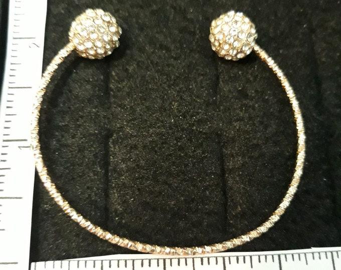 Retro rhinestone bracelet - diamond cut gold tone band - cuff bracelet