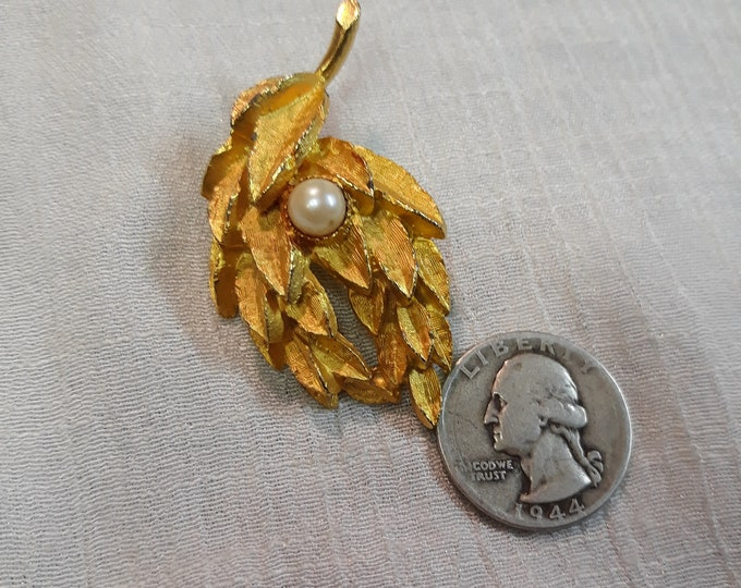 Mid century vintage leaf brooch with GENUINE pearl, Adornments, Brooches for picture frame art, Embellishments