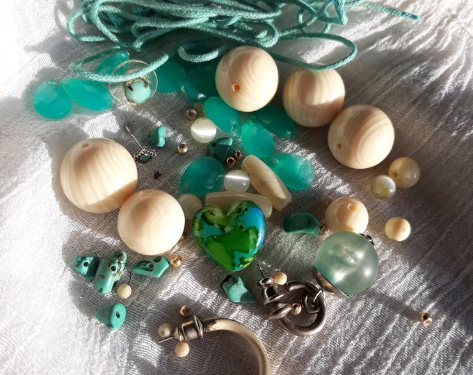 Great Vintage beads and assorted crafting jewelry, Vintage jewelry lot, jewelry pieces, repurposed jewelry, salvaged jewelry