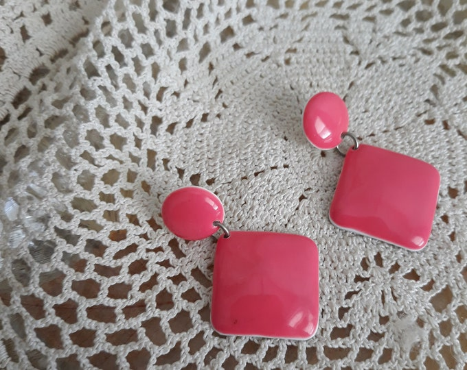 Vintage 1980 pierced earrings pink and white dangles