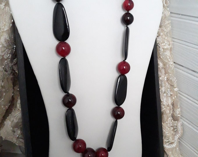 Vintage Black and red marbled acrylic chunky necklace, Gift for her, Estate jewelry, Christmas, under 10