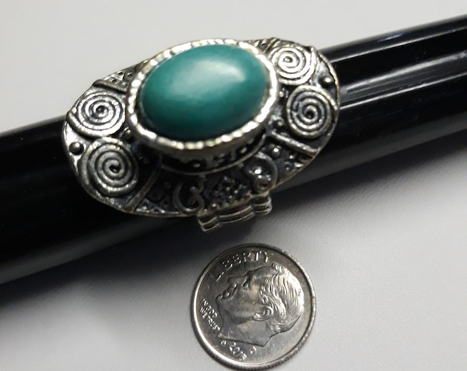 Stretchy Retro boho hippie statement ring turquoise color cabochon