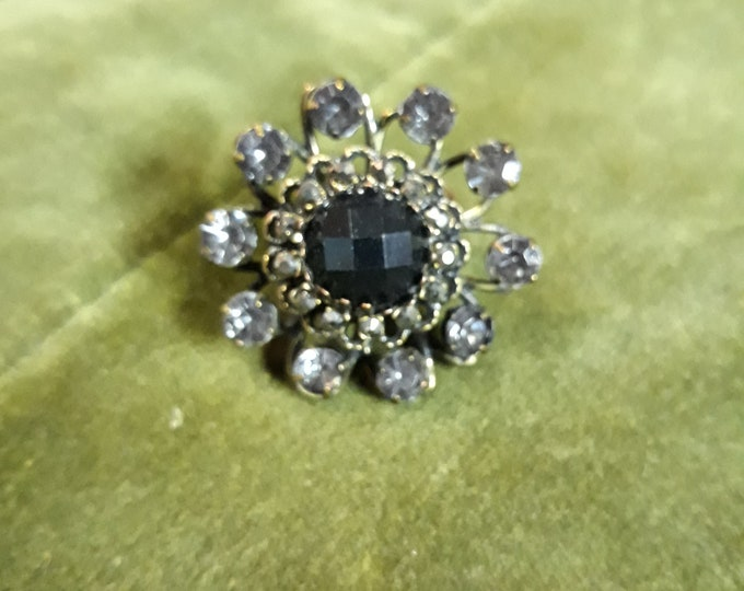 Outstanding retro rhinestone floral statement ring, stretch band ring
