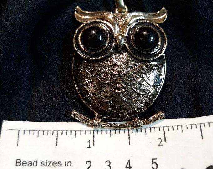Gorgeous VINTAGE owl pendant, silver tone owl pendant with cabochon  eyes
