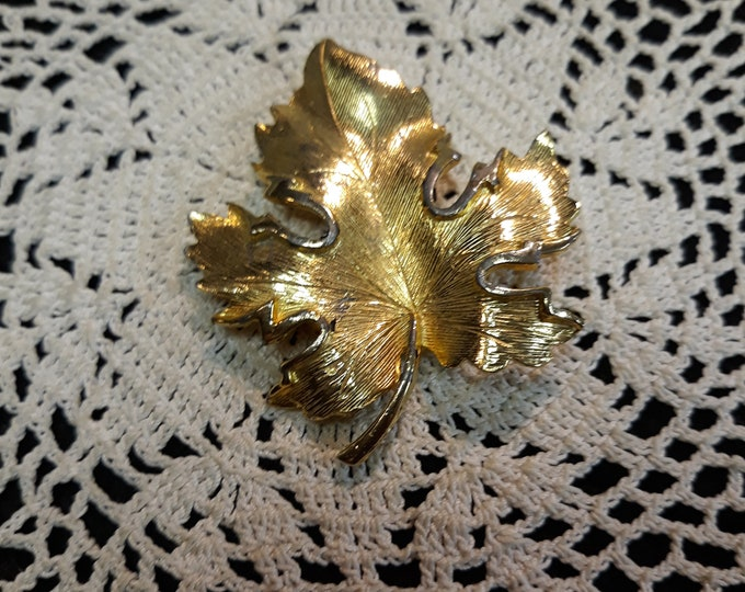 Fancy vintage leaf brooch, Adornments, Brooches for picture frame art, Embellishments