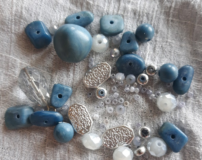 Vintage beads and assorted crafting jewelry, Vintage jewelry lot, jewelry pieces, repurposed jewelry, salvaged jewelry