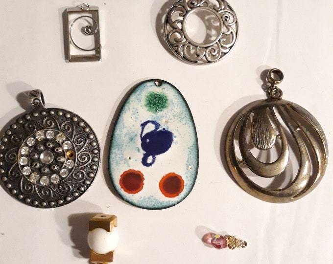 Pendant lot vintage jewelry, harvested jewelry pendants, DIY, jewelry making supply