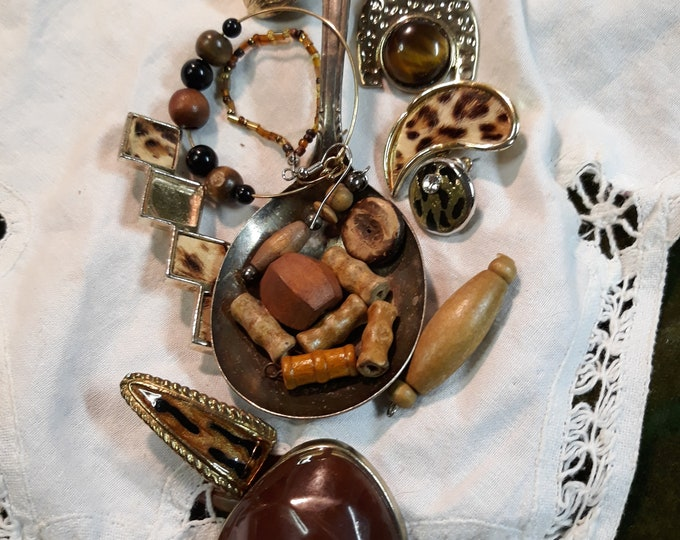 Vintage beads and assorted junk jewelry, Vintage jewelry lot, jewelry pieces, repurposed jewelry, salvaged jewelry