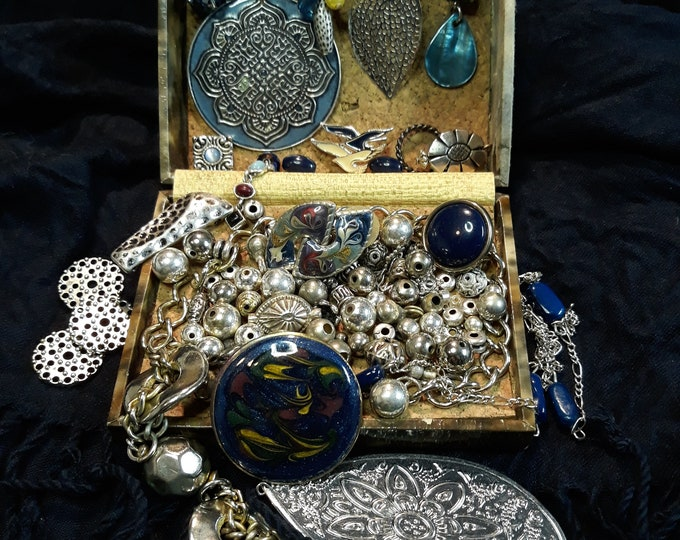 Vintage assorted crafting jewelry, Vintage mixed media jewelry lot, Vintage repurpose jewelry, salvaged jewelry lot