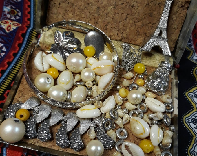 Beautiful Vintage beads and  assorted junk jewelry, Vintage jewelry lot, repurposed jewelry, salvaged jewelry