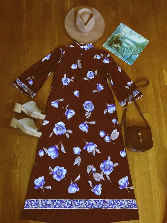 Vintage 70's floral bell sleeve house dress