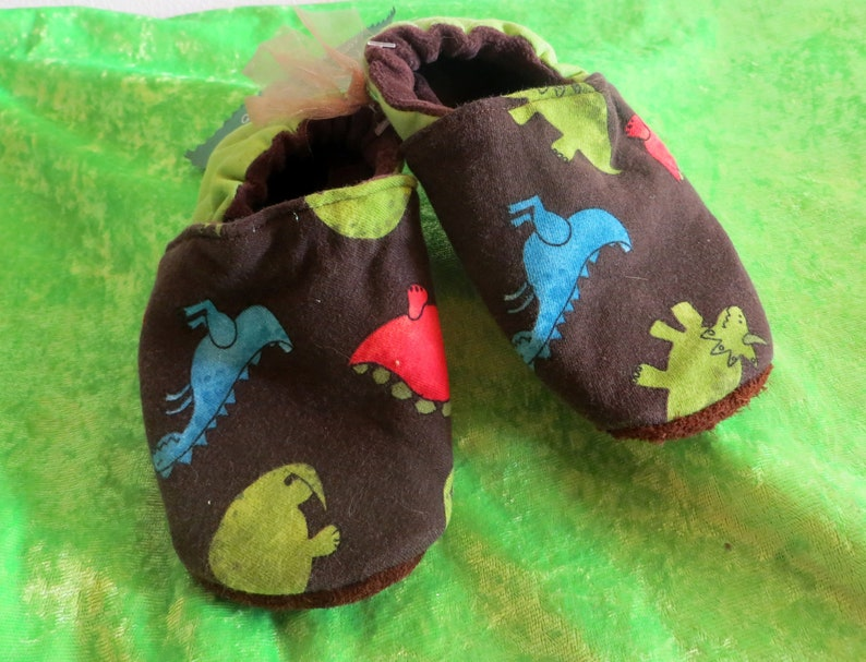 Booties Dino in size 25 kids slippers toddlers  first image 0