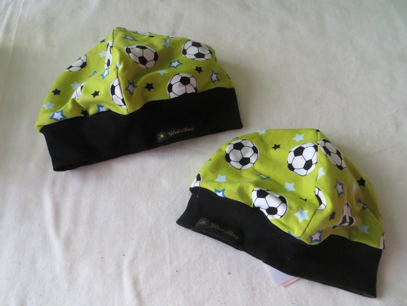 Set of jersey beanie lined in size 41  61 and scarf Soccer image 0