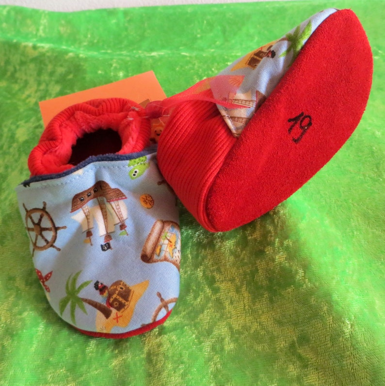 Booties Pirate red in size 19 kids slippers toddlers  image 0