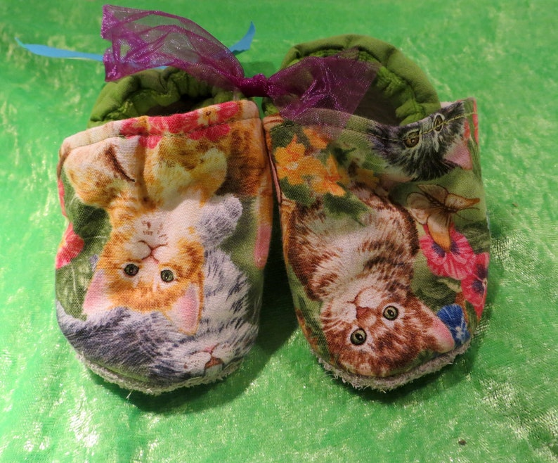 Booties cat green in size 20 kids slippers toddlers  first image 0