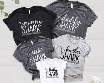 16631e14a Mommy Daddy Baby Shark DO DO DO Matching Shirts Matching Mommy and Me Shirts  Mommy and Me Outfits Matching Family Shirts Photos Shark Family