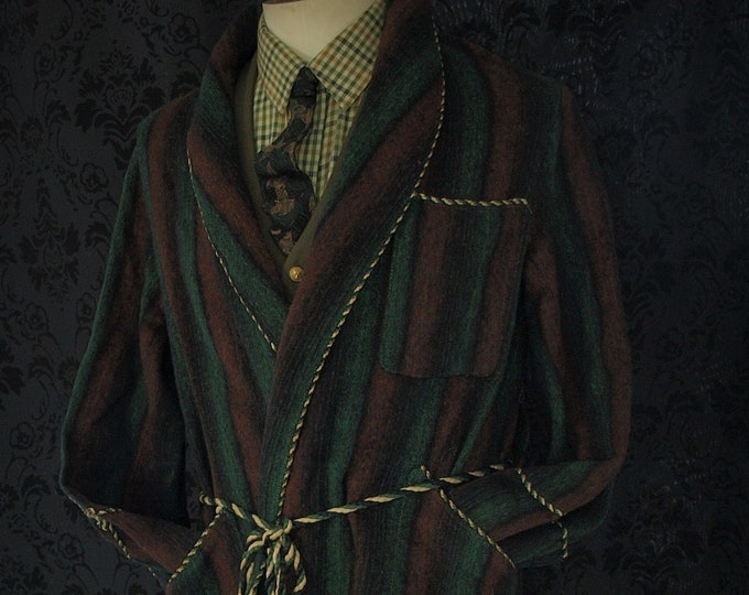 Mens Vintage All Wool Dressing Gown Robe , Smoking Jacket in a Size 38 inch small to a 40 inch medium