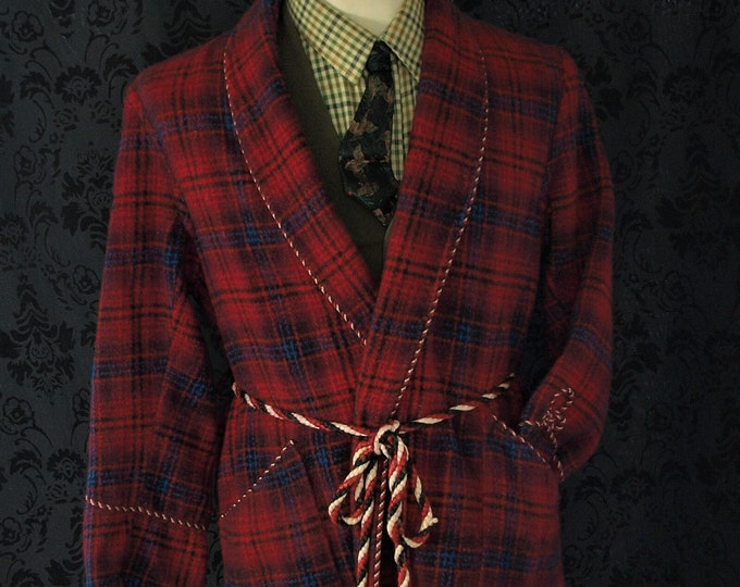 Mens Vintage  Wool Dressing Gown Robe , Smoking Jacket in a Size 38 inch small short sleeves