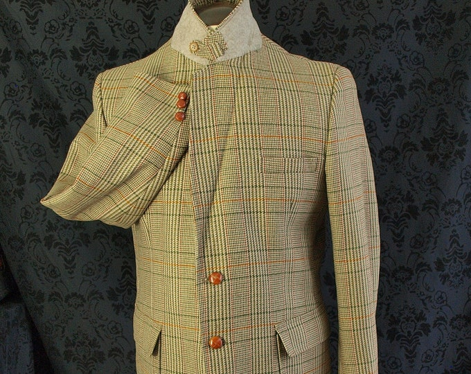 Good Mens Vintage Lynton Country Norfolk Tweed Jacket in a Size 42 inch Large action vented and laid on belt