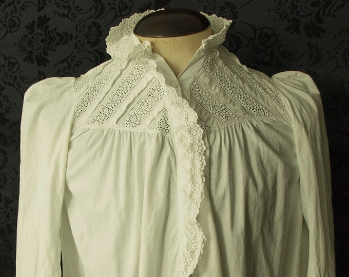 Good Antique Victorian Vintage broderie anglais Ladies Nightdress nightdress