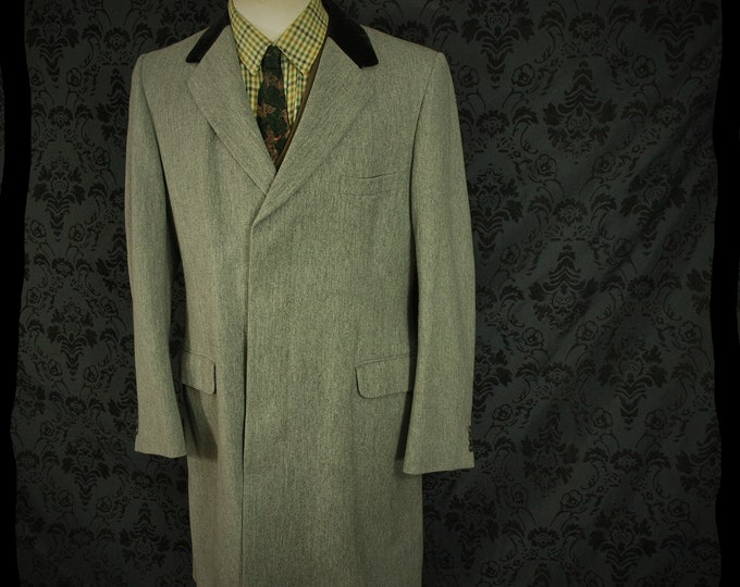 Aquascutum Mens Country Grey Venetian Wool Overcoat Coat with Velvet collar in a size  40 medium