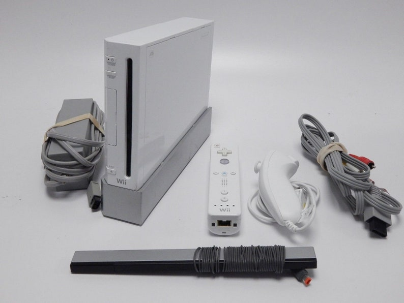 Nintendo Wii Modded + 32GB SD Card Fully Loaded with Over 10,000 Games &  Emulators + NES SNES Gameboy Advance PS1 Sega Genesis Cd