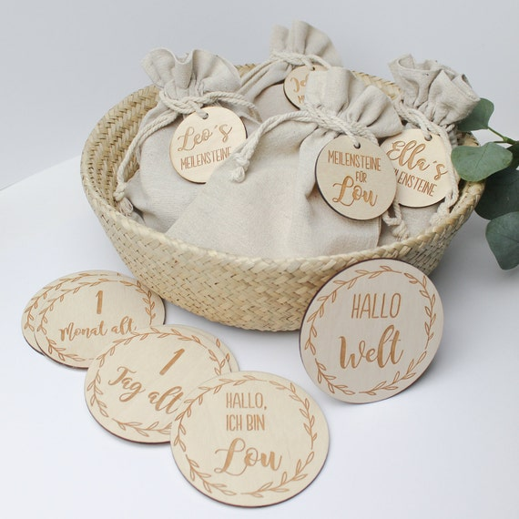 Baby Meilensteine Aus Holz Geschenk Personalisiert Geburtsgeschenk Schild Namensschild Kinderzimmer Ellizshop