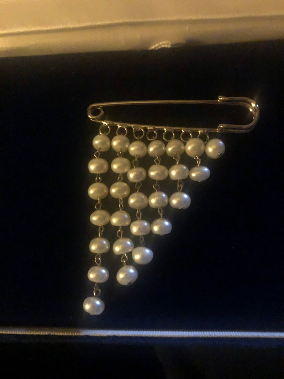 Pearl pin safety pin shape freshwater