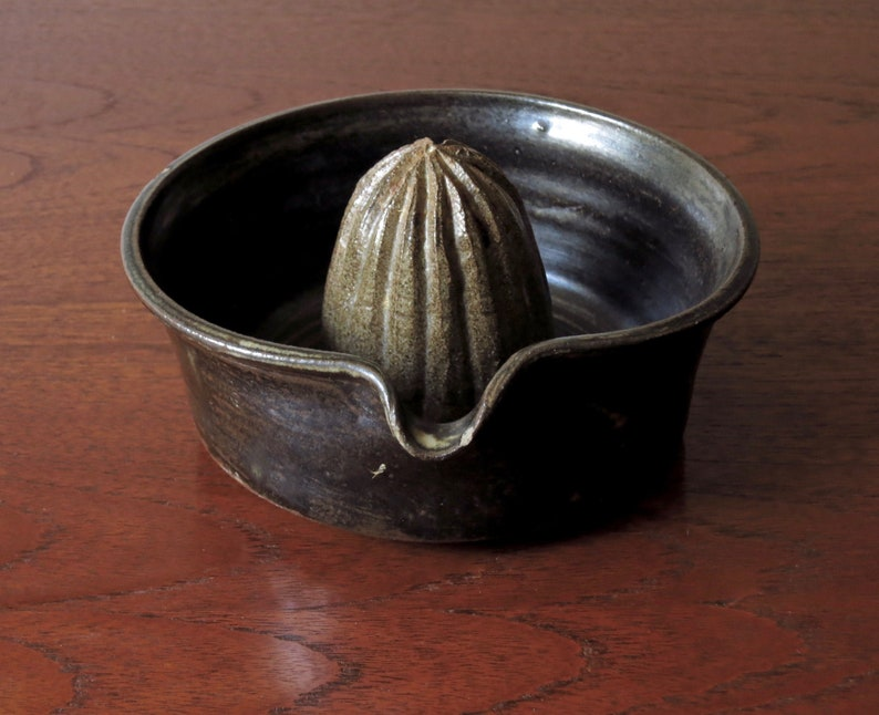 Highly Collectable Mid Century Modern Bruce Anderson Studio Pottery Citrus Juicer Lemon Squeezer