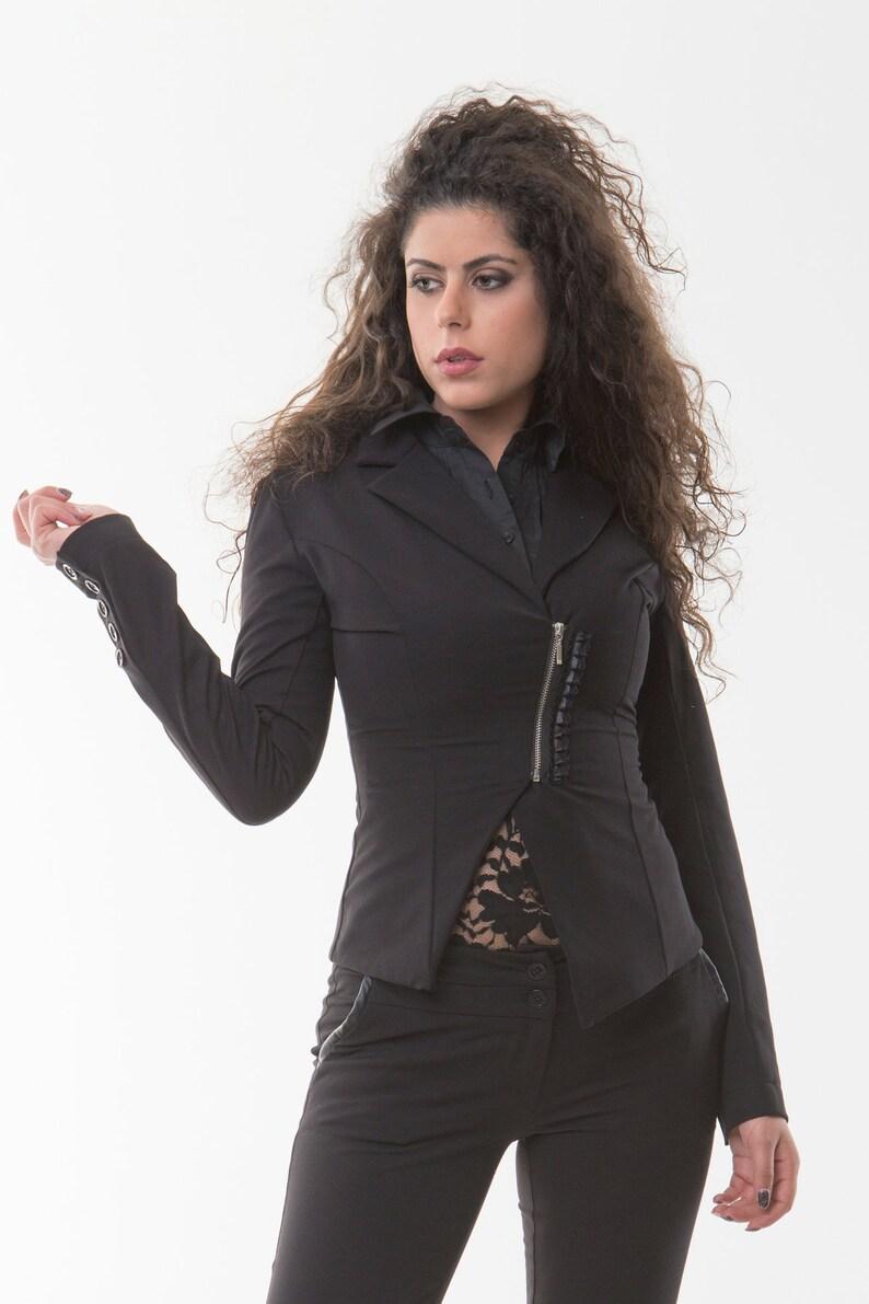 Notch lapel blazer Short zipper and lace blazer Five buttoned long sleeve blazer Asimetrical zipper black blazer Bonellilux