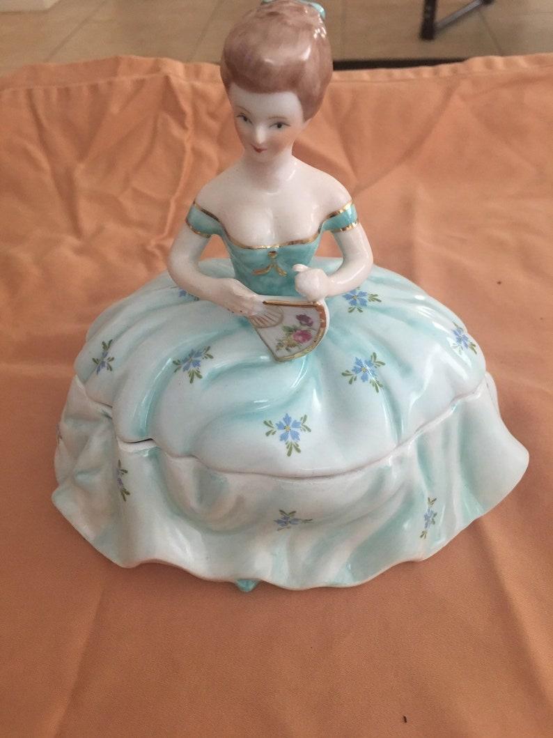 Vintage porcelain powdertrinket box