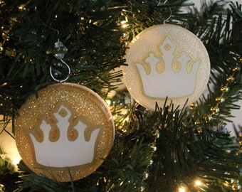 Crown Chrismon Ornament (White or Gold)
