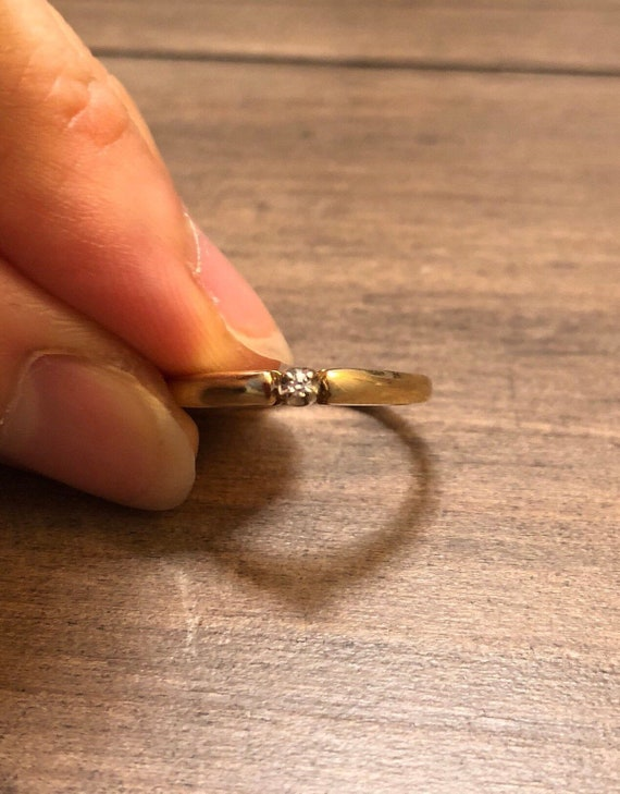 Simple 14k yellow gold diamond ring