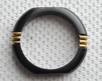 subtle. Pinkish tinge Art Deco domed chunky Bakelite bracelet bangle from the 1930s Wide ivory and fawn marbled Bakelite bangle 1940s
