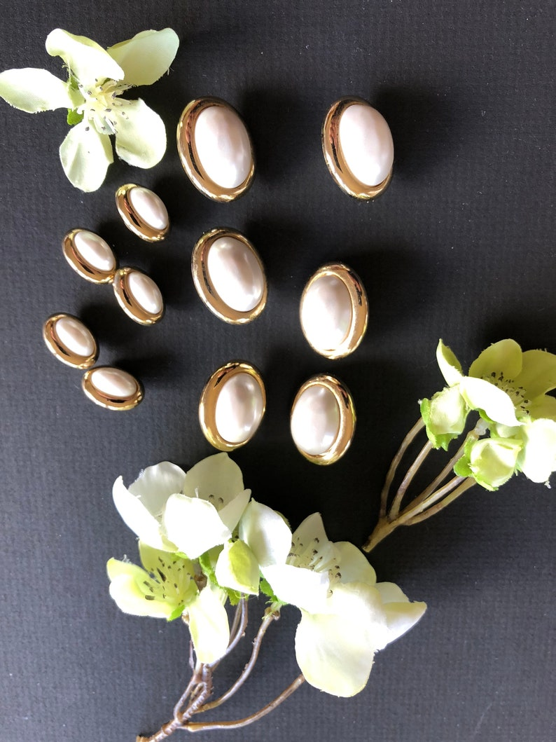 Baby 5 Small Decorative Oval Designer Buttons Pearl /& Gold Shank Buttons Vintage Set of 6 Medium Womans Jacket Dress Shirt Blouse Knits