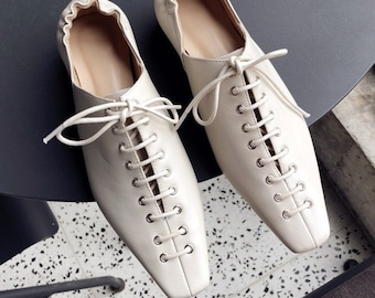 a0611020f40 Vintage stye Square Toe Cross Lace Casual Shoes