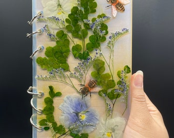 Busy Bee resin journal