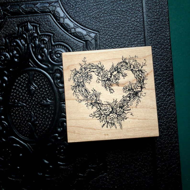 Vintage Grapevine and Roses Heart Shaped Wreath Rubber Stamp PSX G553