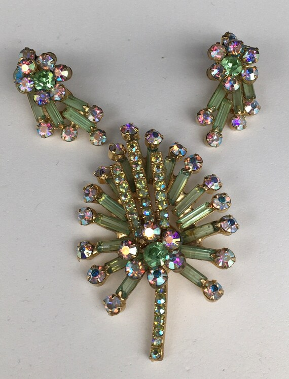 Vintage green rhinestone brooch & earring set