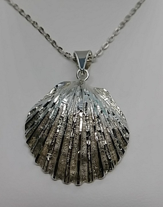 Stunning Sea Shell Vintage Necklace  Silver  Chain   Pendant Neck-10181a-021419020