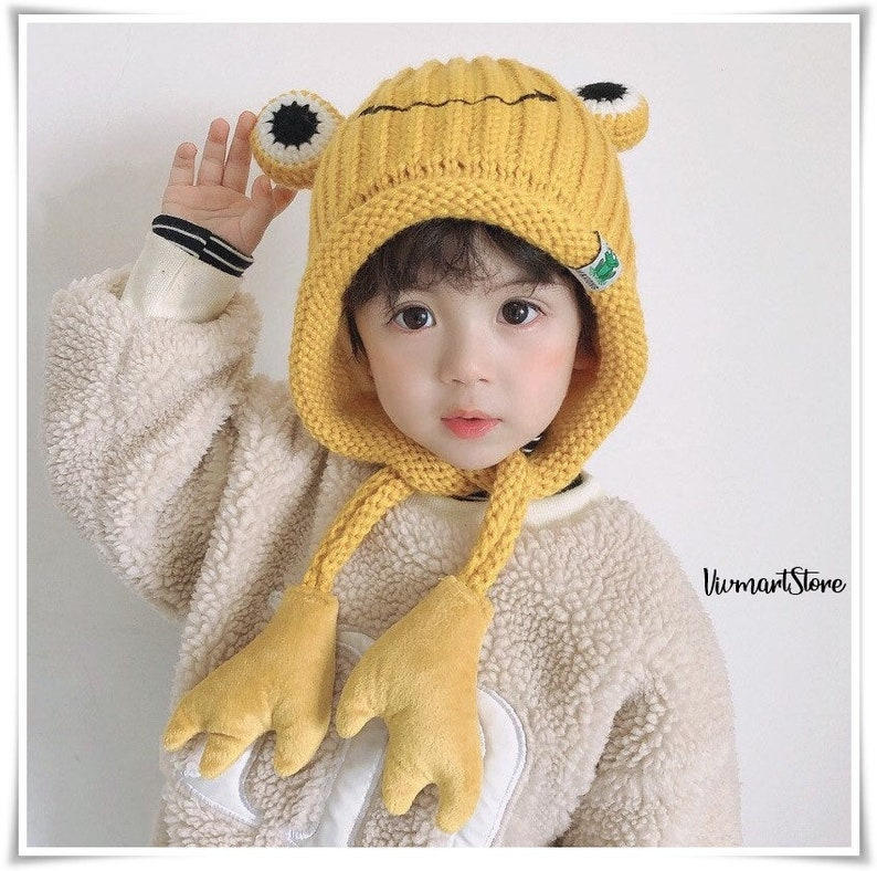 Kids Winter Knit Beanie Hoodie Hat Frog Eyes Children Winter Essentials 3 to 5 years old with inner lining for extra comfort /& warmth